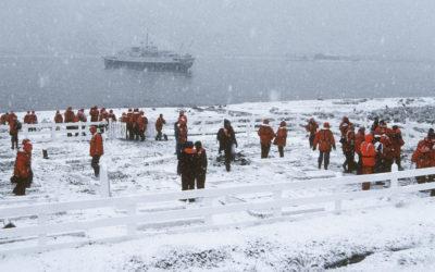 Tourists visit Shackletons Grave