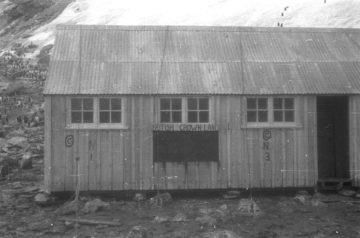 Hut at Sandefjord Bay, 1947-48. (Photographer: Sir Vivian Fuchs; Archives ref: AD6/19/2/E1022/24)