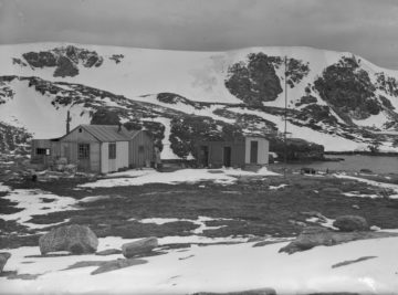 Hut at Signy from northeast, 1949. (Photographer: Charles J. Skilling; Archives ref: AD6/19/2/H144)