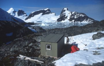 Rear view of Rasmussen hut, 1985. (Photographer: Mark Clilverd, British Antarctic Survey)