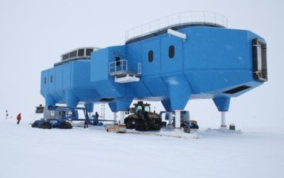 Module H1 being linked to Module H2 at Halley VI site