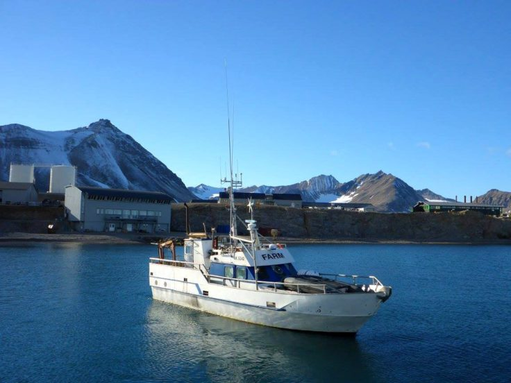 Arriving at Ny Alesund by boat (Anna Belcher)