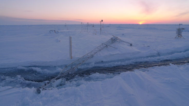 Fallen weather mast: the 10m weather mast was cut down by the raging storm (Markus Frey)