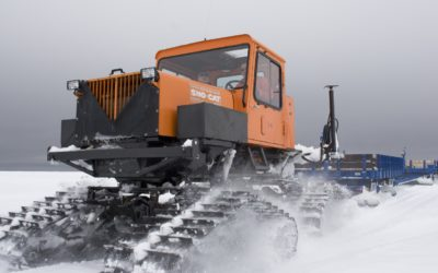 Sno-cat returning back to Halley V after N9 relief.
