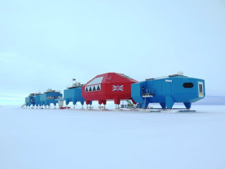five-modules-towed-to-new-site-halley-via