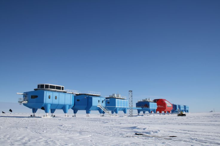 halley-vi-research-station-modules-at-the-old-site
