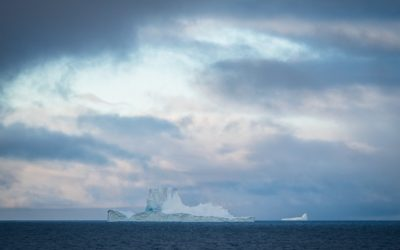 An iceberg in large body of water.