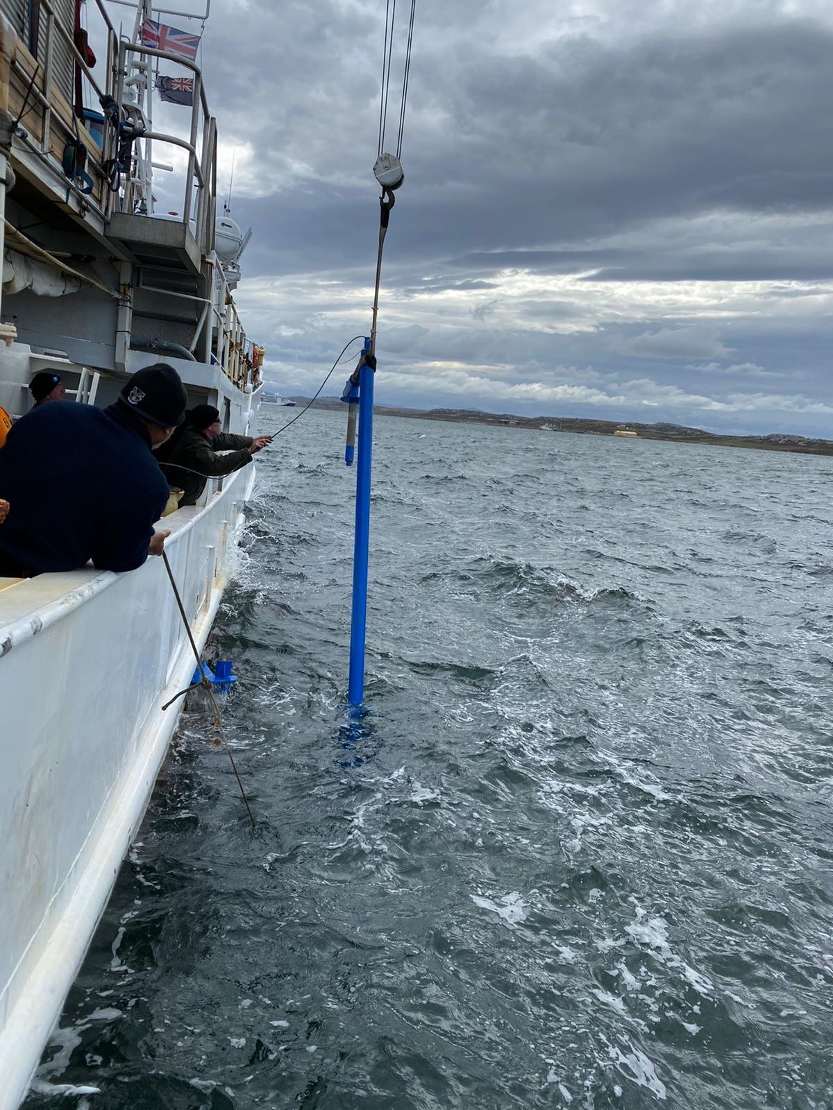 The echosounder onto the side of the R/V Braveheart